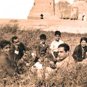A visit to the Salman Pack archaeological site in Baghdad, 1938.